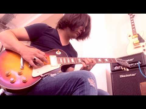 Miguel Montalban trying out a Gibson 59' Custom shop Tobacco