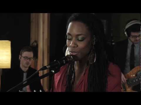 "Akua Naru - Poetry: How Does It Feel Now??? //""Live & Aflame Sessions"" (Full-HD)"