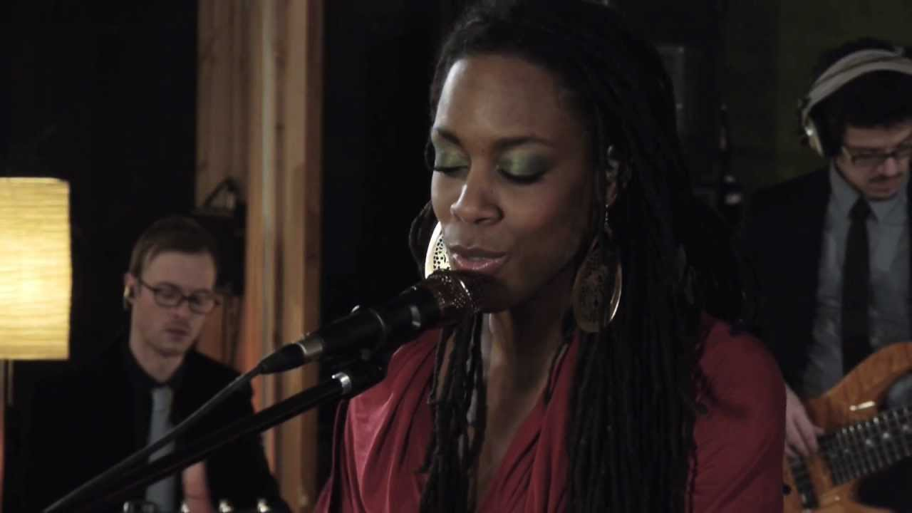 "Akua Naru | Poetry: How Does It Feel Now??? //""Live & Aflame Sessions"" (Full-HD)"