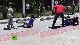 Video: Un profesor mexicano golpeó a CINTARAZOS a dos ALUMNOS que estaban peleando