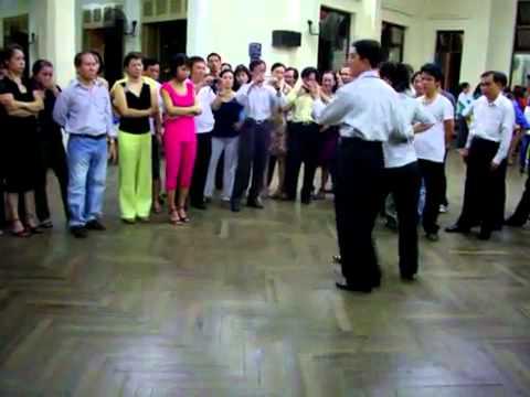 Bebop lop4 bài 1_vũ sư Trần Tôn & cô Bảo Dương.mp4