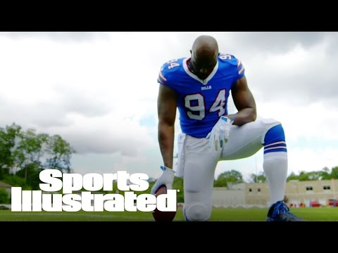 J.J. Watt As Quarterback & Mario Williams As Wide Receiver | Trading Places | Sports Illustrated
