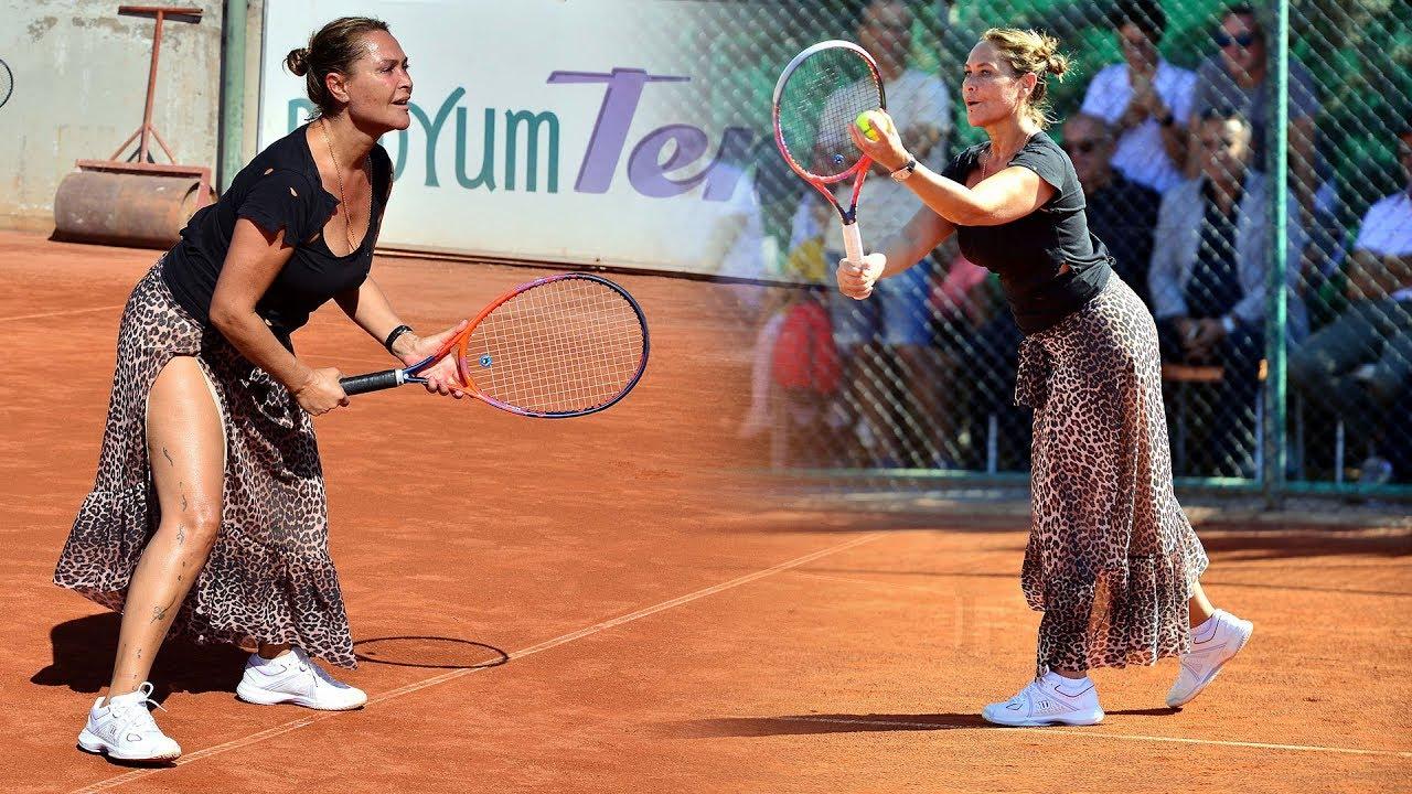 Hülya Avşar yırtmaçlı elbisesiyle tenis turnuvasında