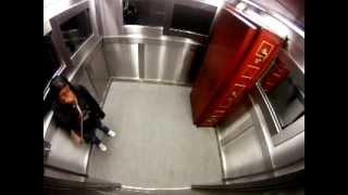 Camera ascunsa - Sicriul din lift