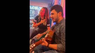 عراقي يغني موال لبنت لبنانيه وتصدمه بصوتها باغنية.. يا دنيا كولي لينا