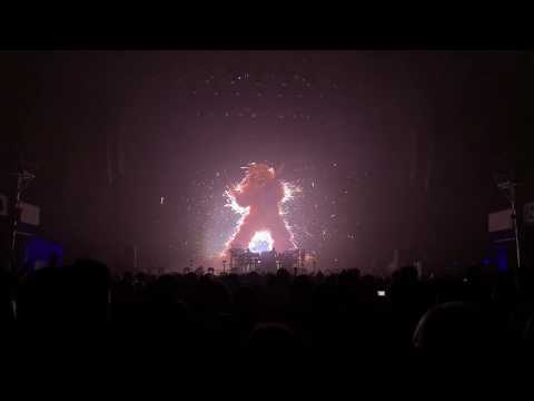 The Chemical Brothers Live At Frankfurt Festhalle - Bango (Transition) Into EML Ritual