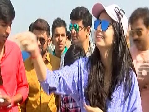 Singer Kinjal Dave celebrate Uttarayan in Ahmedabad, sing Gujarati song