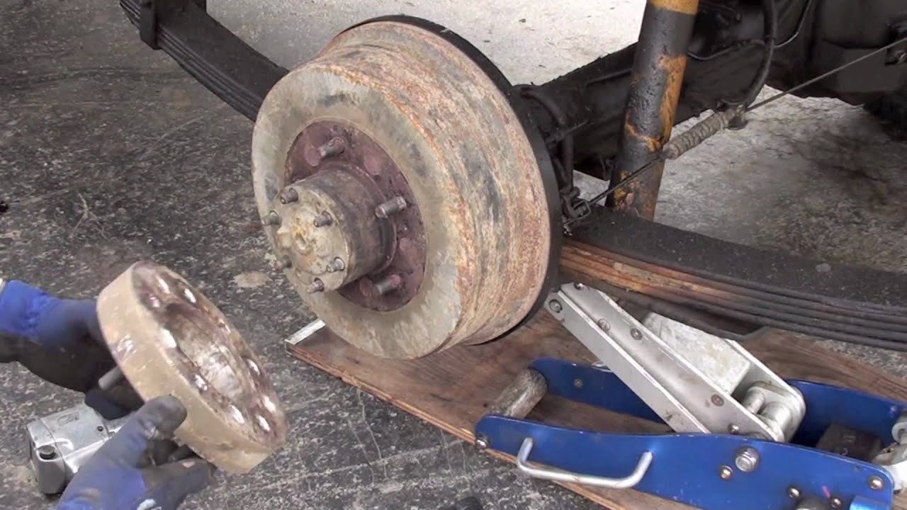 Land Cruiser rear hub/axle service, bearings, axle, seals, gasket etc - YouTube