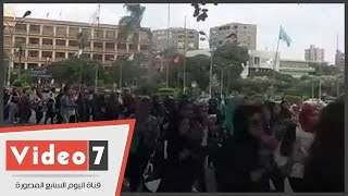 بالفيديو.. مسيرة بكلية الآداب جامعة عين شمس احتفالا بالطلاب الجدد