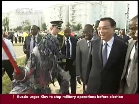 Li visits Chinese funded school in Luanda
