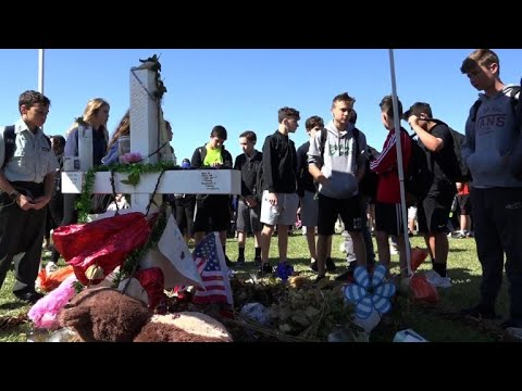 Parkland students pay tribute to shooting victims, a month later