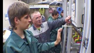 Профессия: электромонтажник(Как обучают электромонтажников, где они могут работать. Рассказ о специальности электромонтажника, котору..., 2009-05-23T09:23:46.000Z)