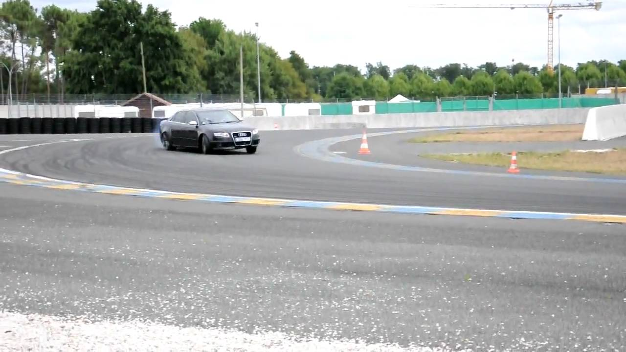 audi rs4 en drift sur le circuit maison blanche au mans youtube. Black Bedroom Furniture Sets. Home Design Ideas