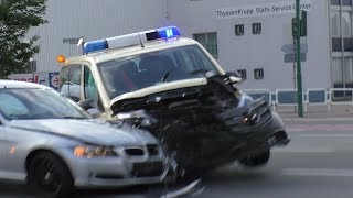 [EINSATZFAHRZEUG VERUNFALLT AUF ALARMFAHRT] Accident with emergency vehicle caught on Video