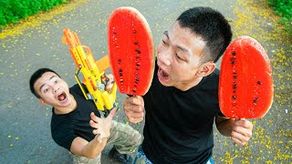 Battle Nerf War: Competition Nerf Guns Exchange Sausages for Watermelon Battle