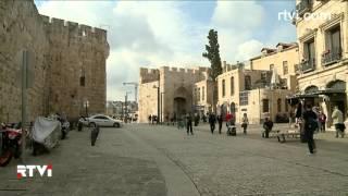 Израильские экскурсоводы вышли на акции протеста(Гиды в Израиле обвиняют в бездействии туристическую полицию. Экскурсоводы требуют от министерства туризма..., 2015-12-20T09:31:27.000Z)