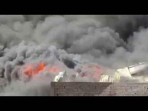 فيديو: اندلاع حرائق هائلة بمستودعات تجارية بمدينة عدن
