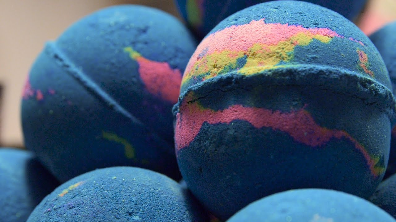 Lush How It's Made: Intergalactic Bath Bomb