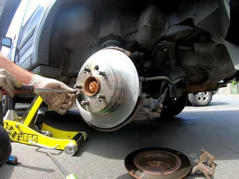 2001-2006 Honda CRV rear brake pad replacement