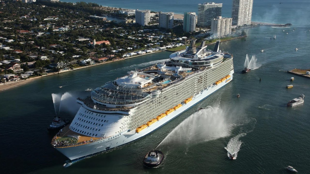 The Largest Ship In The World Oasis Of The Seas Youtube