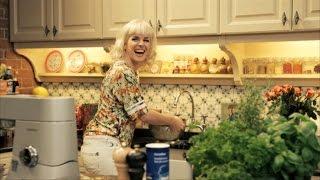 Gebakken spruitjes met varkenshaasje en pickles saus | De Keuken van Sofie | VTM Koken