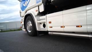 Volvo FH16 700 & Scania R620 V8 Transports Bonnet