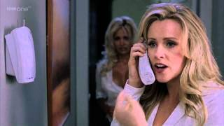 Pamela Anderson & Jenny McCarthy Clevage In Scary Movie 3