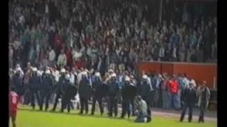 VAK P FC TWENTE  veld invasie 90,s     ( rellen riot hooligans )