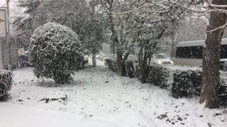 Снегопад в Ялте 27.01.17.Крым/Гололёд на дороге.Snowy weather(Сегодня на центр Ялты обрушился снегопад, весьма непривычное явление для этого региона) За час выпало около..., 2017-01-28T03:50:52.000Z)