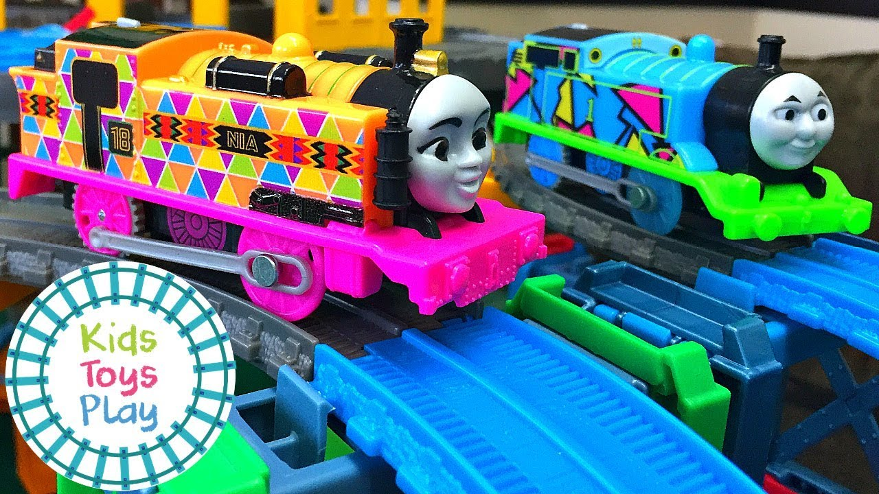 Thomas the Tank Engine Mystery Wheel Downhill Trackmaster Train Races