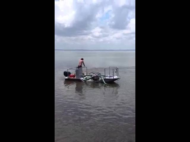 New Compact Dredge Boat