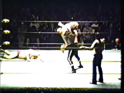 Rufus R. Jones & Dino Bravo vs Gene Anderson & Moose Morowski