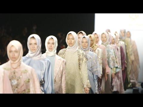 Hijab Designer Anniesa Hasibaun Makes Fashion Week History | Hannahgram