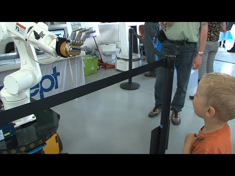Robots, Inventors Take Center Stage at Stanford Event