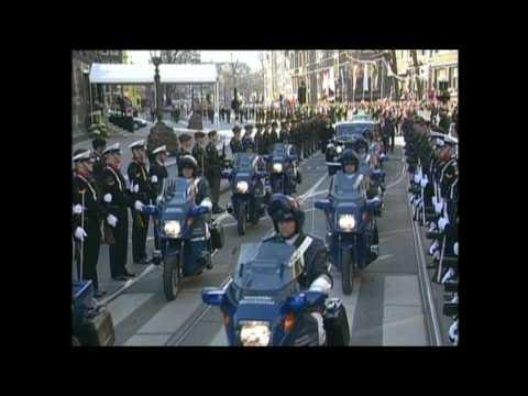 Huwelijk Prins van Oranje en Máxima Zorreguieta: rit naar Nieuwe Kerk (2002)