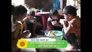 Cảnh nghèo khó của gà trống nuôi 4 con thơ và mẹ già  😢