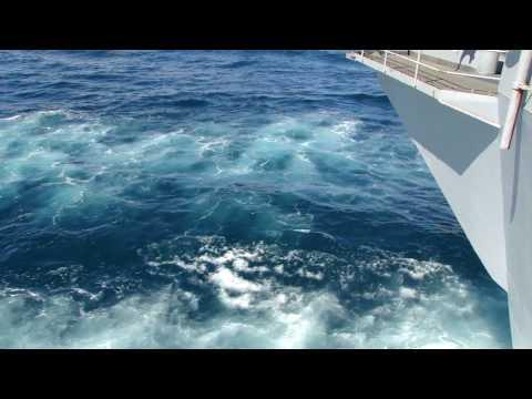 USS Abraham Lincoln (CVN 72) Picking Up Speed (1080p)