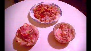 Салат с сухариками Флинт, сыром и ветчиной. Salad with crackers flint, cheese and ham.