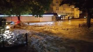 Новости Сочи: Ливень в Лазаревском - Самый сильный дождь на юге - Потоки грязи в Черное море