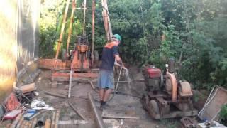 Процесс бурения скважины малогабаритной установкой(Скважина на известняк 40 метров., 2016-02-28T02:24:11.000Z)