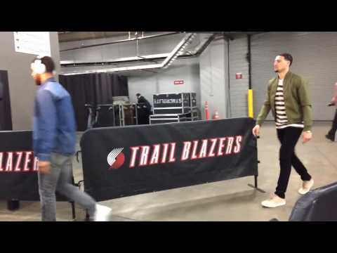 Stephen Curry, Klay and Durant enter arena at Moda Center, pregame Warriors (2-0) vs Blazers Game 3