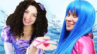 Смешные видео игры – Что ищет Принцесса ДИСНЕЯ? Рыбалка в бассейне! – Новые игры для девочек.
