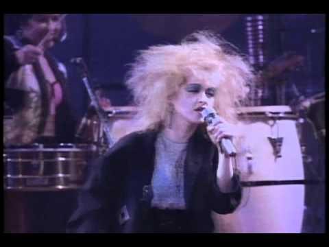 Cyndi Lauper - The Goonies R Good Enough [Live In Paris].avi