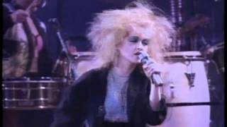 Cyndi Lauper - The Goonies R Good Enough [Live In Paris].avi