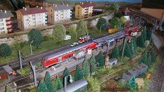 Spur N Modellbahn heute Masten gesetzt an der S-Bahn Haltestelle / Zaun gesetzt am BW