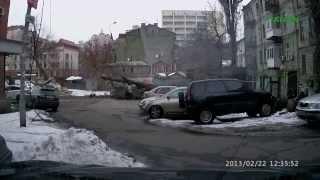 Дерево упало на женщину!!!! Киев,(, 2013-02-27T17:59:14.000Z)