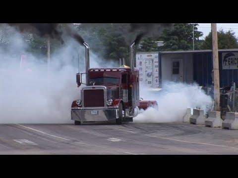 Drifting Semi Trucks!!