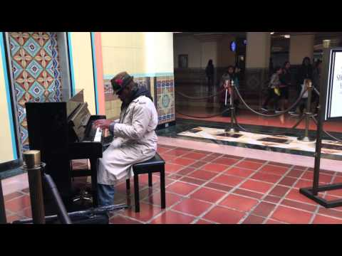 Pianist in Union Station - Los Angeles