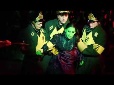 Catfight - Danna Paola y Ceci De La Cueva (Wicked México)