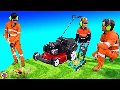 Lawn Mower Videos For Kids | BLiPPi Dressed Toddler | Min Min Playtime